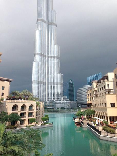أمطار الخير تزيّن Dubai»
