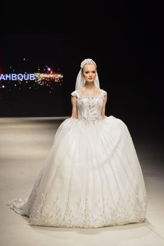 518c2104a6daf فساتين أديبة المحبوب تحاكي أزياء ماري أنطوانيت - البيان